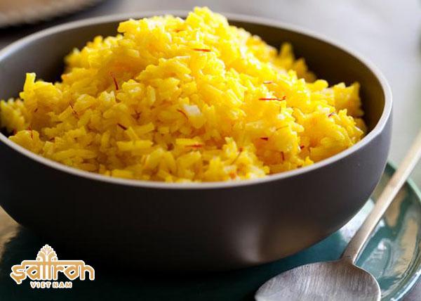 Nấu cơm với saffron