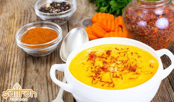 Saffron làm gia vị cho mọn ăn thêm ngon