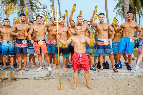 Các vận động viên tham gia trong Giải thể hình nam - nữ bãi biển Nha Trang
