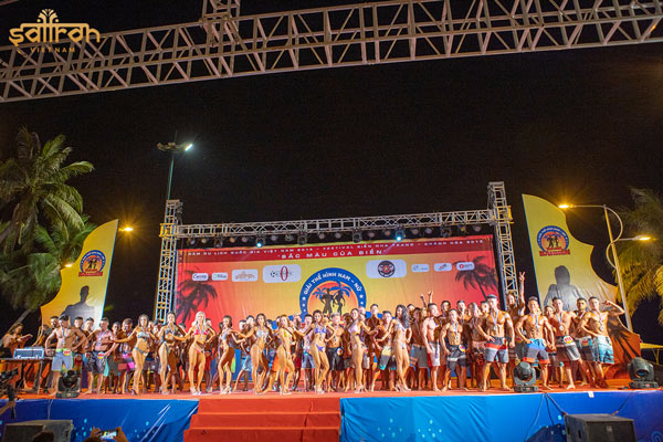 Các thí sinh tham gia trong đêm chung kết