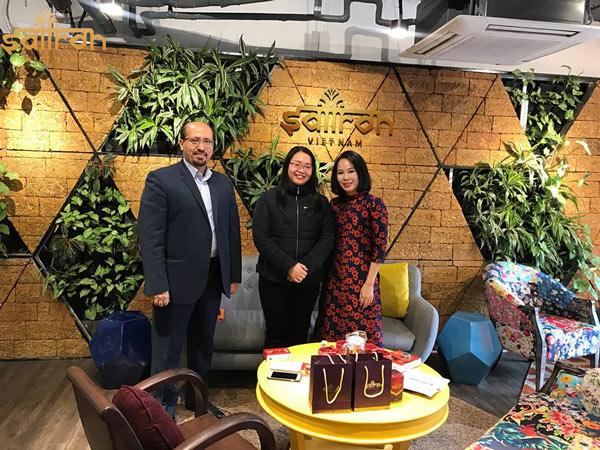 Ông Mohsen Rezaie Pour - Tham tán thương mại Iran tại Việt Nam - đại diện cho Đại sứ quán làm việc với Saffron VIETNAM