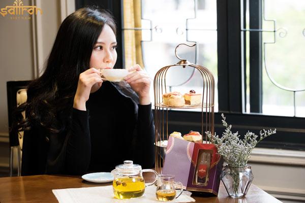 Uống trà Saffron khỏe đẹp mỗi ngày