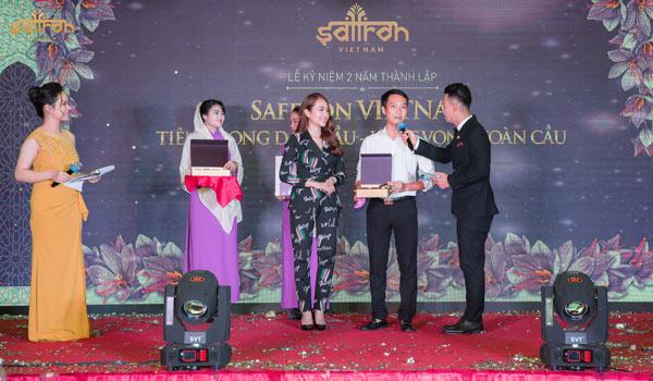 Phần thưởng bốc thăm trúng thưởng giải nhất cho khách mời tham dự sự kiện
