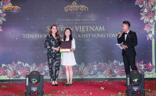 Phần thưởng bốc thăm trúng thưởng giải đặc biệt cho khách mời tham dự sự kiện