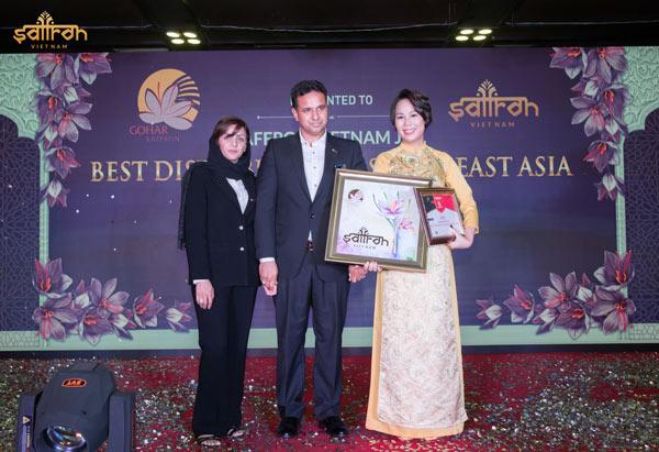 """Saffron VIETNAM nhận giải thưởng """"Nhà phân phối xuất sắc nhất Đông Nam Á"""" của Gohar Saffron"""
